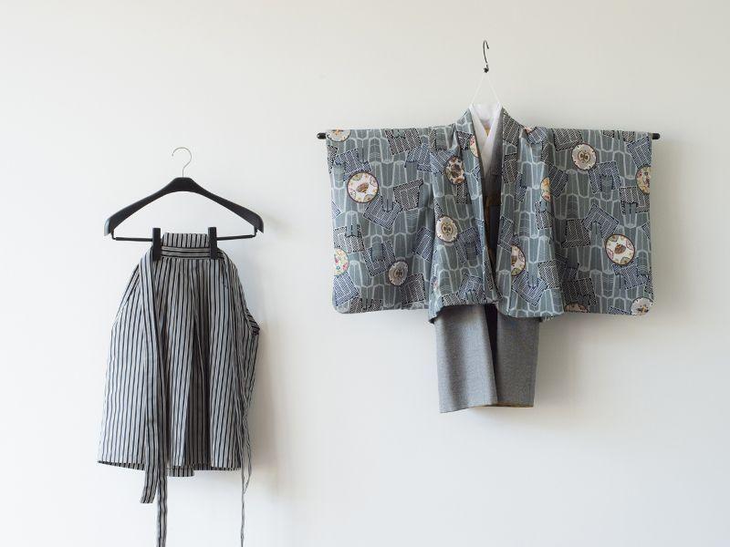 画像1: 羽織袴グレー【対応身長】90cm〜100cm (1)