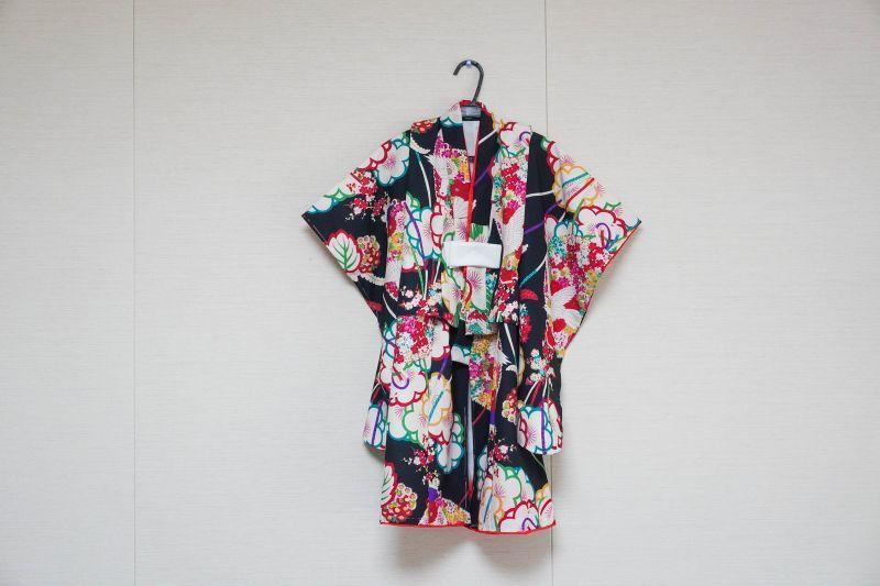 画像1: 【KIMONOTTE】 【袴】鳩と花薬玉 ブラック  【対応身長】85cm〜100cm (1)